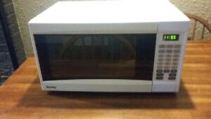 Danby 1 cu.ft microwave