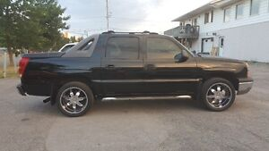 Chevrolet Avalanche 4X4 *** BLACK on BLACK *** CERTIFIED  $9995