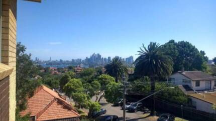 Private room in spacious 2 bedroom apartment in Cremorne.