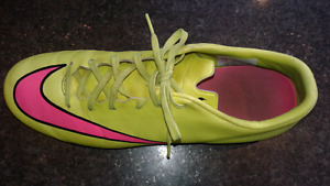Nike cleats size 10