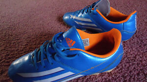 Adidas Cleats  Size 6