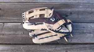 Louiseville Slugger Baseball Glove