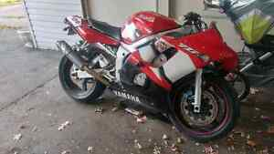 2002 YAMAHA YZF-R6 (clean title with ownership)