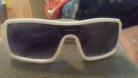mens oakey sun glasses like new