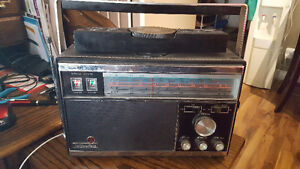 Portable Radio, Vintage 60s Hallicrafters CR-50 LW/ AM / MB / SW