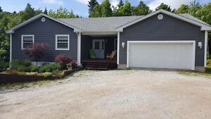 Beautiful, private 6 year old home w/ great layout - Hampton Are