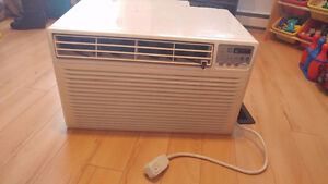** Air climatisé Kenmore 8000 btu en excellente condition ! **