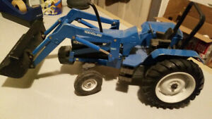 New Holland Die Cast 8340 Tractor