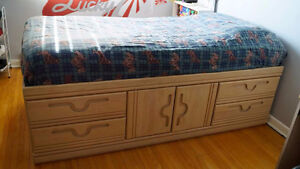 Classic Wood bedset excellent condition