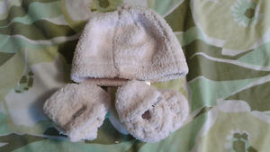 JJCOLE hat mittens and booties Kitchener / Waterloo Kitchener Area image 1