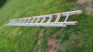 HEAVY DUTY 28 FOOT ALUMINUM  EXTENSION LADDER IN GOOD CONDITION