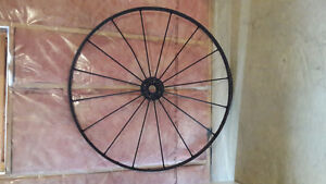 Antique Wagon Wheel Sarnia Sarnia Area image 1