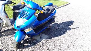 Kymco 150cc Bet & Win bleu