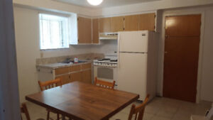 $525/ 1br -2.5  BACHELOR RENT LASALLE(Thierry (near newman))