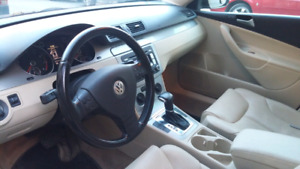 2009 Volkswagen Passat Wagon- sunroof, heated leather seats