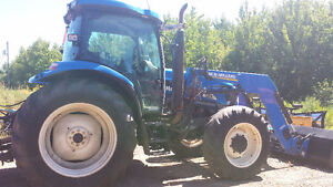 NEW HOLLAND TRACTOR WITH LOADER TS125A