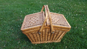 VINTAGE DOUBLE FLIP TOP WICKER PICNIC BASKET SEWING