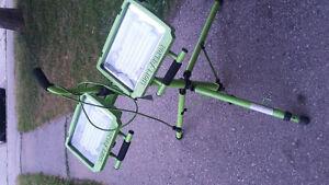 portable dual head worklight