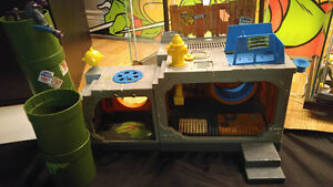 Teenage Mutant Ninja Turtles Sewer Lair Complete