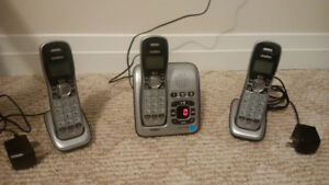 Uniden Cordless Phone/Answering system 3 hand sets