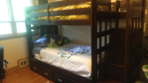 Solid wood bunk bed with pull-out trundle bed - mint condition!
