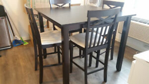 FOR SALE!!!! 5 piece bar style dinning set in GREAT condition.
