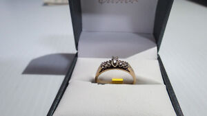 Bague diamants grandeur 6 10kt 2.0Gr