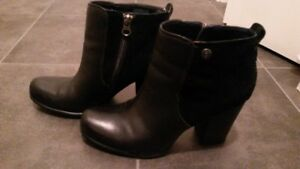 Tommy Hilfiger ankle boots  -  natural leather    size: 9 USA