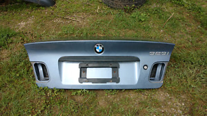 BMW E46 trunk -rust free great condition