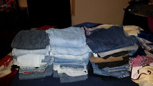 Huge tote of women's jeans over 50 pairs!!! London Ontario image 3