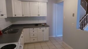 3 bed townhouse available for Dec 1 or 15