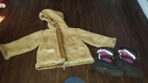 chandail, pantalon manteau et souliers pour fille