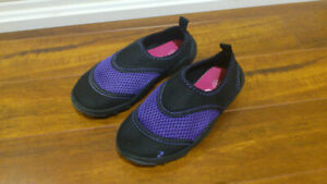 Athletic Works Girls' Water Shoes Size 9.5