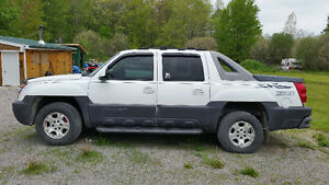 2003 Chevrolet Avalanche Black Pickup Truck