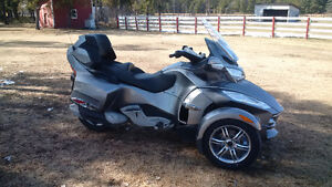 Price Reduced Again!!!  Mint 2011 Can Am Spyder RT