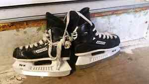Bauer Supreme ice skates SIZE 10 EE ( junior)