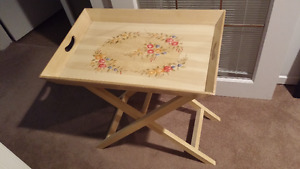 FOLDING FLORAL MOTIF SERVING TRAY TABLE