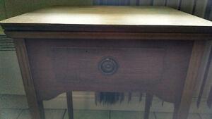 Ancien meuble à machine à coudre
