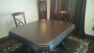 Table with 4 chair for sale