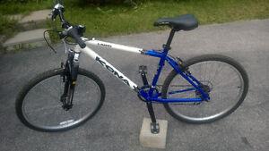 Kona Lana'i  2004  Barely ridden. 18inch frame white blue frame