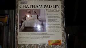 Chatham Paisley Queen Duvet Cover & Shams