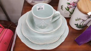 New in box 4 pce place setting of Lenox French Pearle