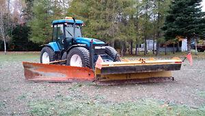 New Holland tv140 tracteur versatile