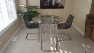 Great glass table and chairs