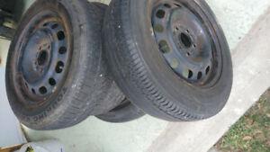 4 Jantes pour pneus d'hiver + 4 pneus 195/65/15