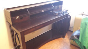 Mint condition Office desk with electrical outlets and pull out