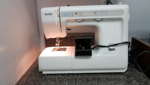 KENMORE  25 Stitch Sewing Machine with Foot controller.