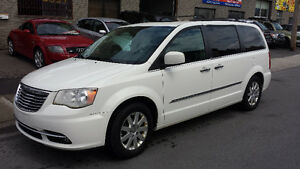 2011 Chrysler Town & Country Familiale