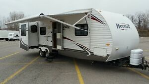 2010 31' HORNET 14' WIDE 2 SLIDES POWER AWNING! LOADED