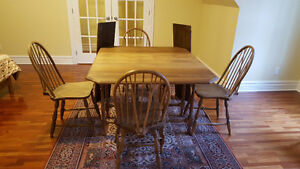 Antique table and 4 Windsor chairs- early 20th century